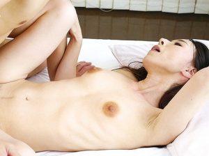 浮き出るアバラも艶やかすぎる超ド貧乳の五十路奥さん!上品で綺麗すぎる人妻が恥ずかしながら勃起乳首を晒し初撮り!