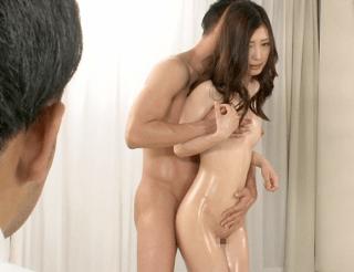 旦那の勧めでメモリアルヌード撮影でマン汁垂らす奥さん!撮影中に接触する肉棒で性欲が抑えきれずにそのままセックス!