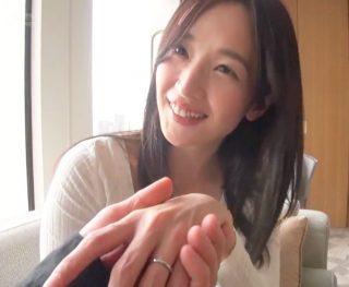 パートで働く可愛すぎる美人妻が快楽を求めて月に一度の上京不倫!32歳の清楚妻が潮まで噴いて絶頂しちゃう連続SEX!