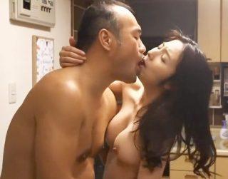 【ながえスタイル】美しい五十路熟女の激しすぎるベロキスが激エロ!欲求不満の人妻が男根に酔いしれる超濃厚セックス!