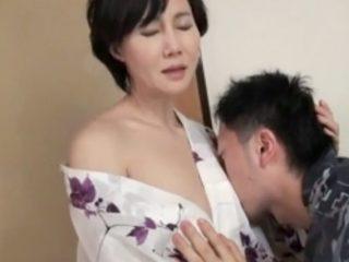 53歳とは思えない美しすぎる美貌の母親が息子とハメまくり!パイパン美熟女が愛しい息子のチ〇ポで喘ぐ姿がエロ過ぎる!