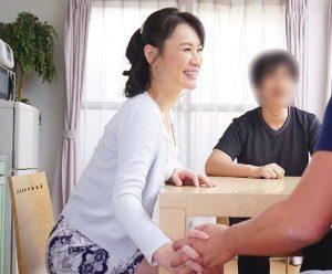 佐々木あき 息子の友人とハメまくる美人すぎる母親!何度も突かれまくって絶頂しまくりの禁断性交!