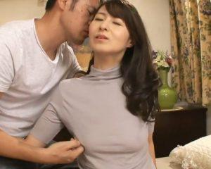 綺麗すぎる50代人妻が夫に内緒でAV撮影!スレンダー体型と黒乳首の奥様が男優の超絶テクでイキまくり!