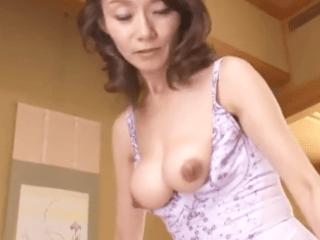 【初撮り】垂れ乳だけど五十路には見えないスレンダーな美人奥さん!20年ぶりに味わう生チ〇ポに酔いしれ中出し濃厚セックス!