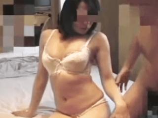 【個人撮影】ムチムチボディな奥さんがホテルでハメ撮りに挑戦!旦那に内緒で不倫セックスを楽しむ人妻がエロ過ぎ!