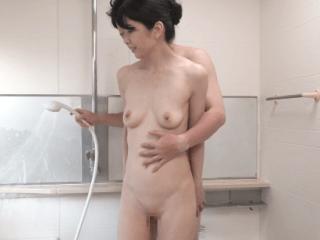 【初撮り】自分磨きを欠かさない極上ビジュアルのセレブ妻53歳!ムードのあるエッチに憧れる純朴熟女が大満足の濃厚セックス!