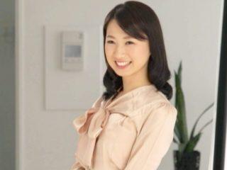 結婚3年目のママは企業で働く大人気受付嬢!モテまくりの上品美人妻が人生最高の快楽を求めてハメまくっちゃう!
