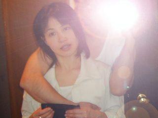 【個人撮影】出産後に不倫しちゃう激カワ奥さん!垂れ気味おっぱいが絶妙にエロい人妻が窓際でハメまくっちゃう!
